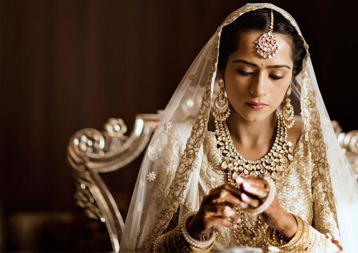 We love how Kresha chose an elegant simple bridal look. Her jewellry was the now trending kundan and jadau and her makeup was toward gold and nudes balancing her entire look toward the color of her lehenga.