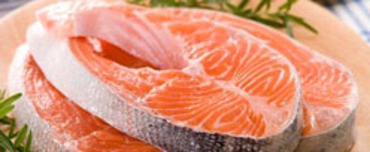 """""""Ce saumon de l'Atlantique contient un gène de l'hormone de croissance du saumon du Pacifique afin d'accélérer sa croissance. Le poisson transgénique devrait se retrouver sur les tablettes d'ici la fin de l'année, mais sans que son étiquetage en tant que tel soit obligatoire.""""... http://www.journaldemontreal.com/2017/02/01/pas-de-saumon-transgenique-dans--nos-supermarches"""