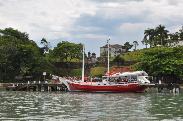 Visite Florianópolis-SC e embarque na história do Brasil no Sec. XVIII, navegando em meio a natureza singular. Um passeio incrível a bordo do conhecimento multiplo. TELEFONES +55 (48) 9656-1713 / (...