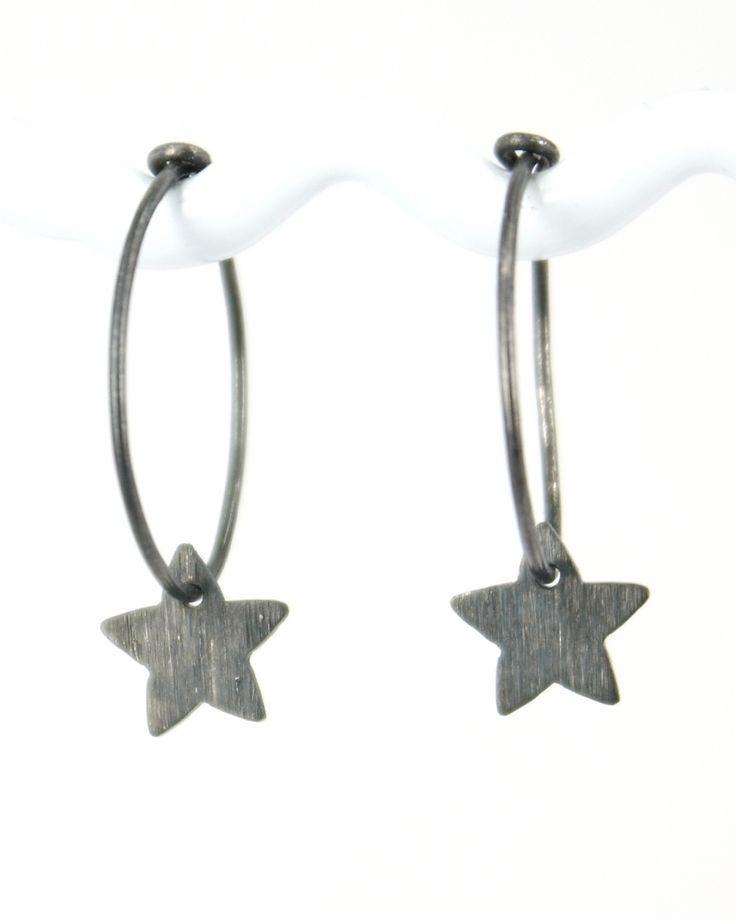 Øreringe med Små sorte stjerner, alle dele i sterlingsølv