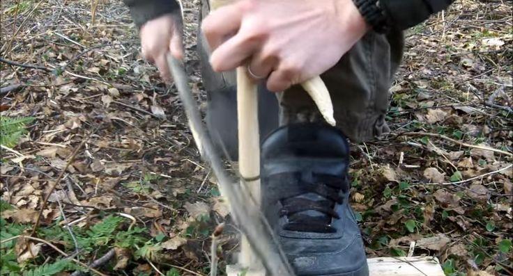 Här är en riktigt bra instruktionsvideo hur man gör upp eld med pinnar.