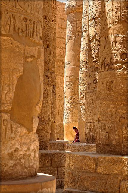 Columns of Amon Temple in Karnak/Luxor, Egypt (by RoldixBCN).