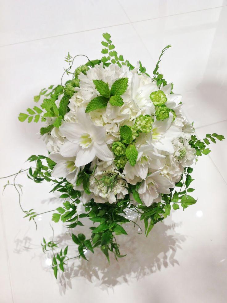 白いダリアとユーチャリスにライトグリーンを合わせた爽やかなブーケ  #VressetRose #Wedding #white #round #bouquet #clutchbouquet #natural#Flower #Bridal #ブレスエットロゼ #ウエディング# ホワイト#グリーン#シンプル #クラッチ# ブーケ# ナチュラル#小花#バラ#ダリア#ユーチャリス#ナチュラル#ブライダル#結婚式