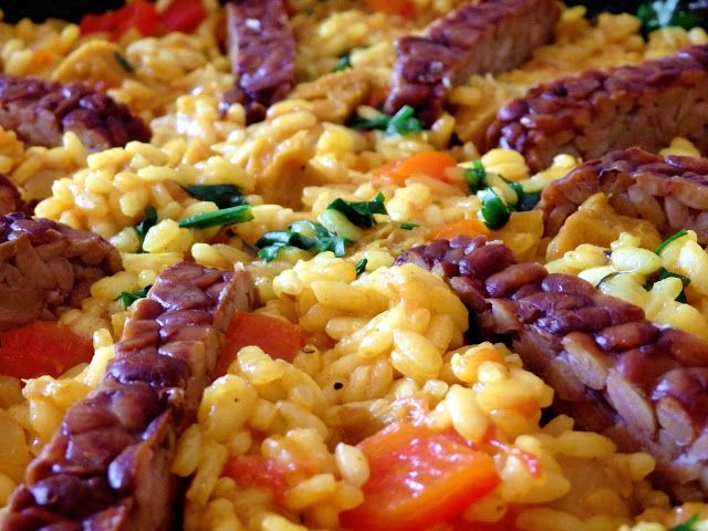 Paella with seitan and tempeh