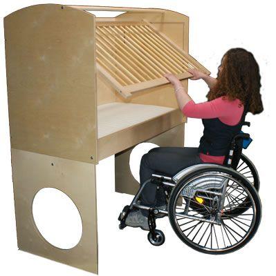 Het Klein Domein Ledikant (Kinderbed voor kinderen van ouders met een rolstoel, Children's bed for children with parents in a wheelchair)