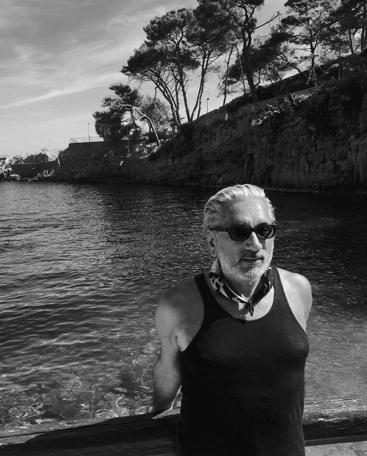 """""""Nella mia giovinezza ho navigato lungo le coste dalmate. Isolotti a fior d'onda emergevano, ove raro un uccello sostava intento a prede, coperti d'alghe scivolosi, al sole belli come smeraldi"""" Umberto Saba"""