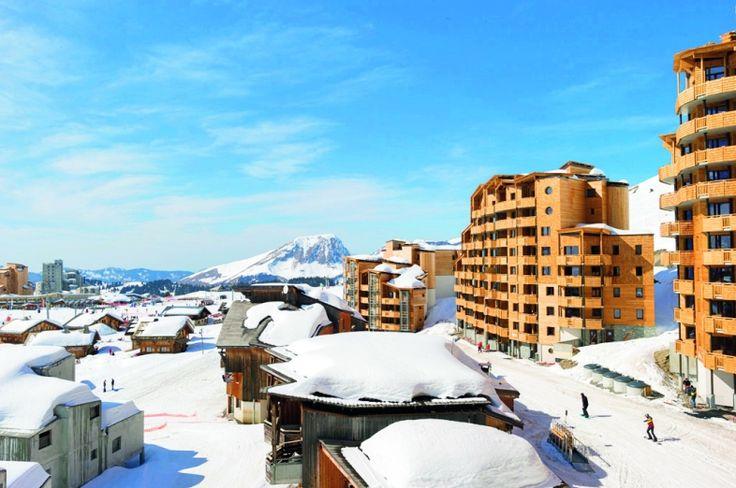 Deze nieuwe appartementen Electra residence ligt in de wijk 'Les Crozats' van Avoiriaz, #Franse Alpen. Geniet van appartementen met felle kleuren en veel opbergruimte. De residence is met roltrappen rechtstreeks verbonden aan het centrum van het oord.