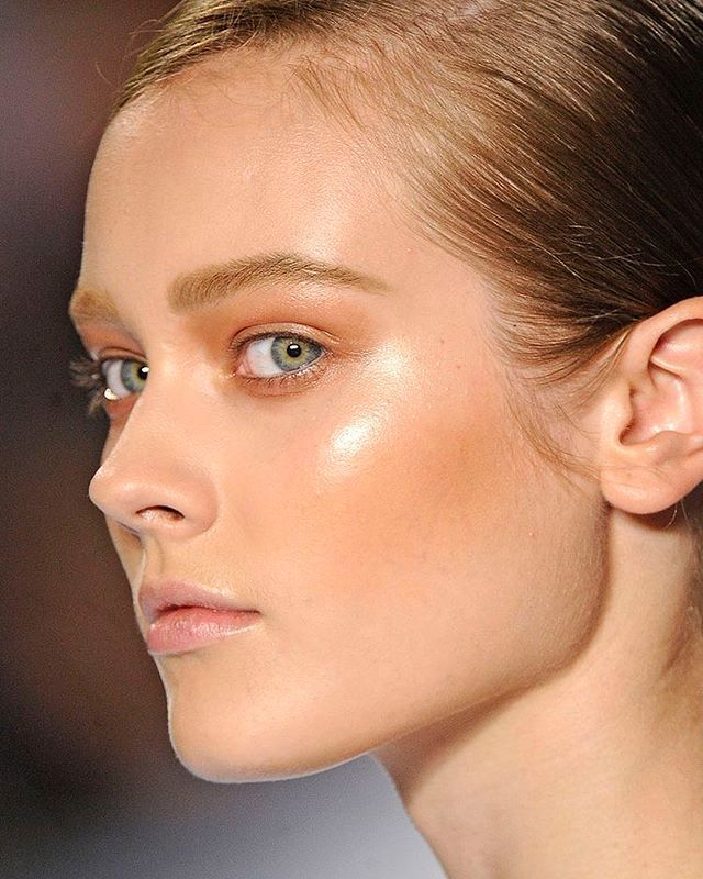 Highlights Are Meant To Do Just That Highlight Your Natural Lovely Peaks And Attributes Not Shellac Ove Makeup Tips For Redheads Contour Makeup Beauty Makeup