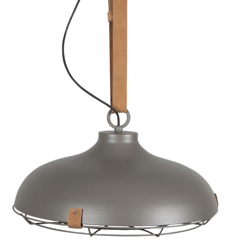 Hanglamp aan leren band boven de tafel! Dek 51 pendant lamp from Zuiver
