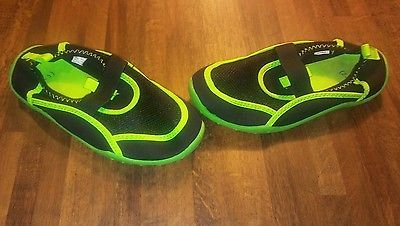 boys/ girls water shoes size youth large 2/3 black/neon green pre-owned