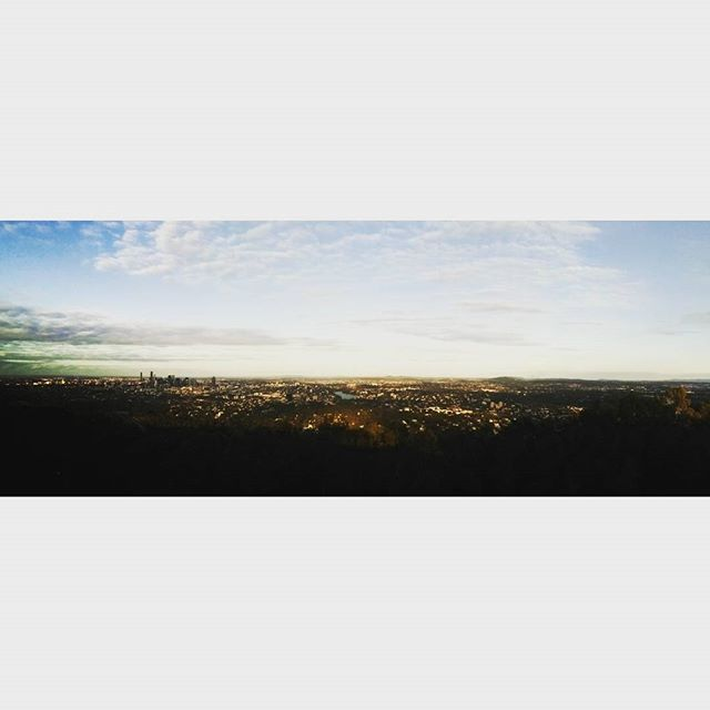 Thanks Barbara for driving me up to the mountain for an hour trip when the assignments drive me extremely crazy #mtcoottha #beautiful #mountain #lookout #perfectview #Brisbane #onehouroff #trip #midterms