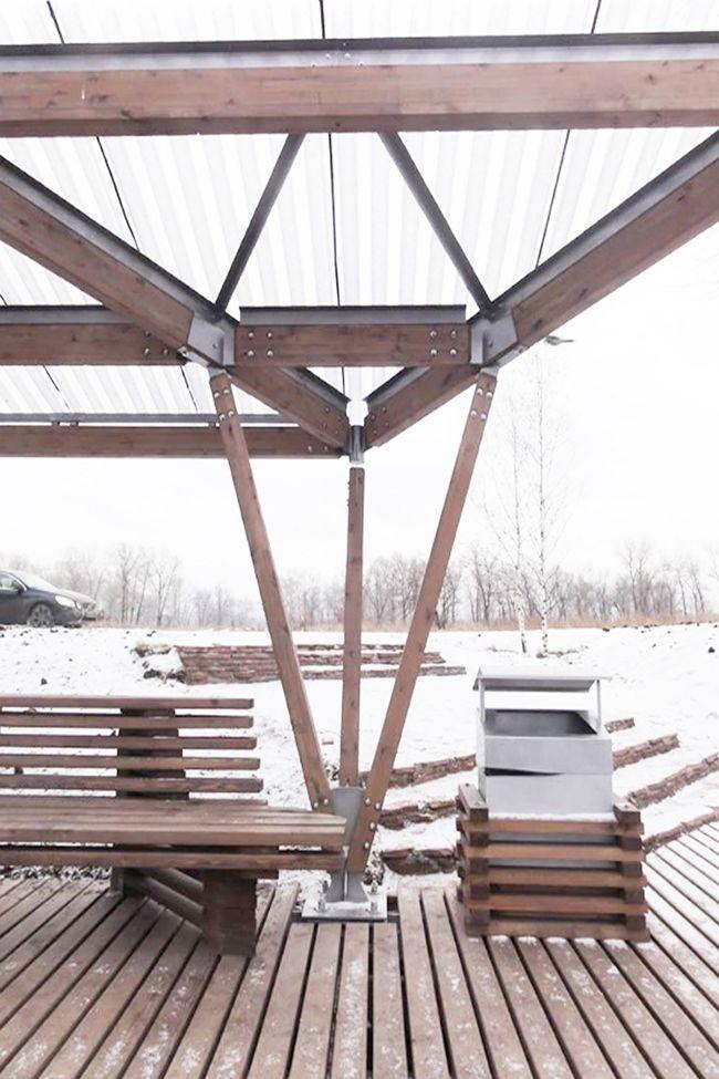 Общественные пространства на берегу озера Татышев. Терраса у воды. Фотография ©…