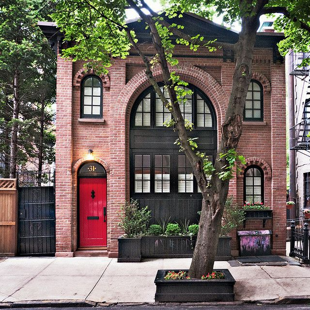 carriage house; Pineapple Street, Brooklyn Heights, New York