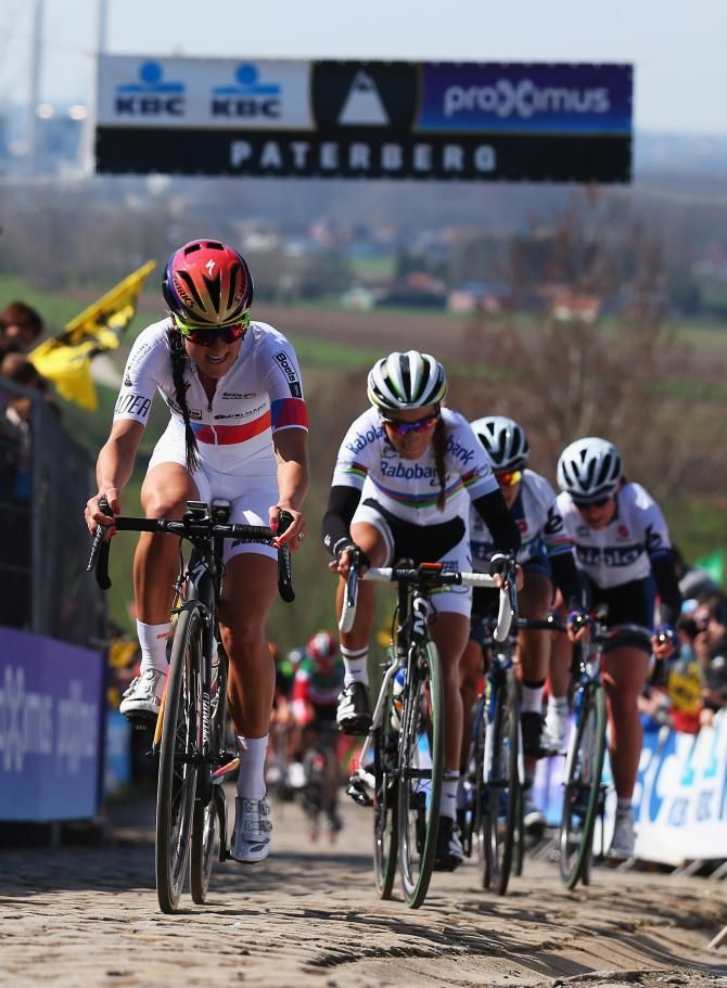 Lizzie Armitstead leads the bunch on the Paterberg (Getty Images Sport)