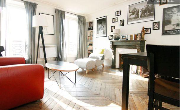 HouseTrip.com – Appartement MARAIS Centre Paris (42m2). Good size. Located om 3rd floor. Bathroom no door though. Charming. Reasonable charges.
