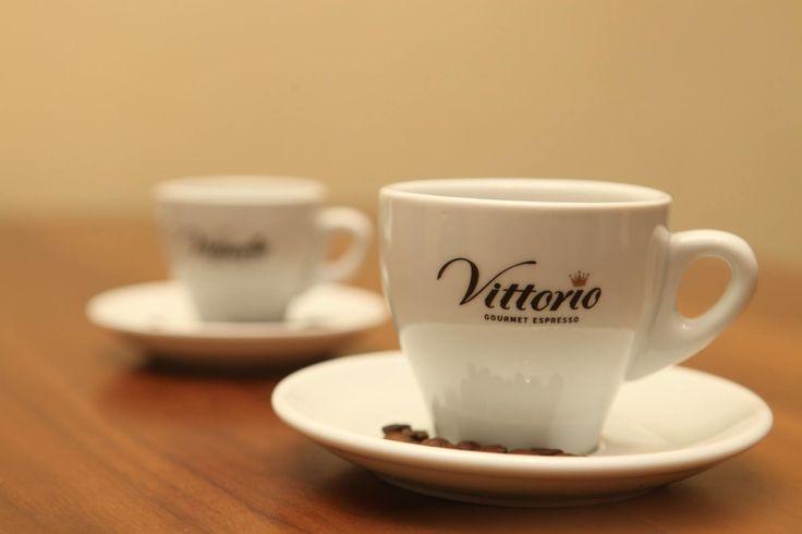 Η Vittorio Gourmet Espresso έχει δημιουργήσει το πιο ευχάριστο δυνατό γευστικό πρωινό ξύπνημα για εσάς!!   Με Καφέ Σοκολάτα ή Τσάι... όπως κι αν το προτιμάτε θα σας φτιάξει την ημέρα!!! Espresso Decafeine  Vittorio  ... δίχως όριο! ! ! !  Τηλεφ. Επικοινωνίας: 210-5448267 www.vittorio.gr email: info@vittorio.gr