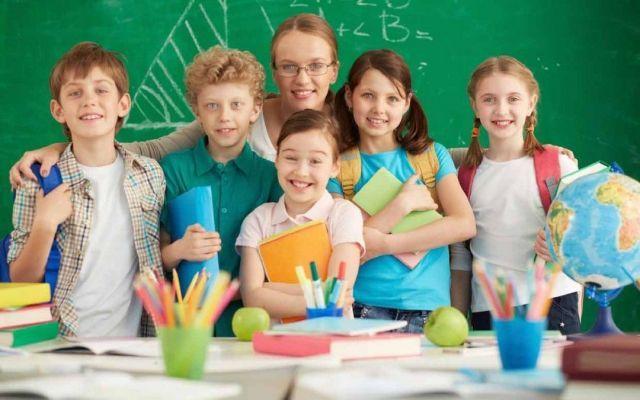 I metodi della didattica nella scuola primaria L'importanza del metodo di insegnamento nella scuola primaria attraverso la didattica, per aiutare il bambino nello sviluppo delle conoscenze e delle abilità di base, cosi che il bambino abbia possib