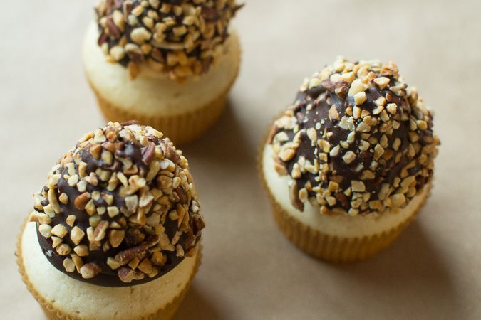 Maurine Dashney | A Mostly-Baking Lifestyle Blog: Nutty Buddy Inspired Cupcakes