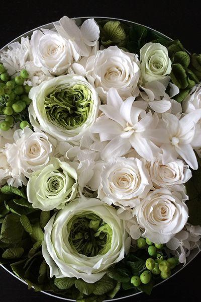 Preserved flower arrangement White & Green Box flower プリザーブドフラワーアレンジメント 白&グリーン http://www.fleuriste-glycine.jp/