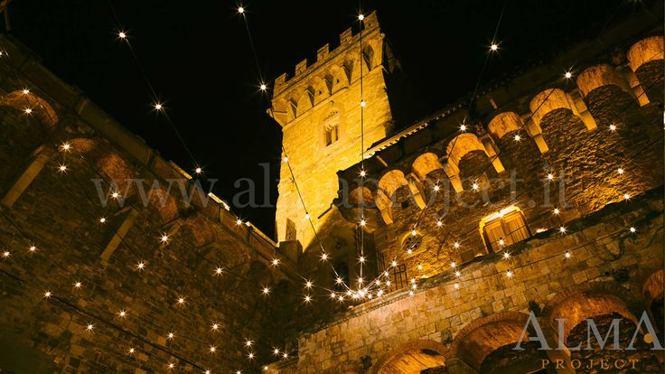 ALMA PROJECT @ Castello di Vincigliata - Courtyard Bulbs production - Amber uplights ground floor and first balcony - Photo Art Wedding Story - 258