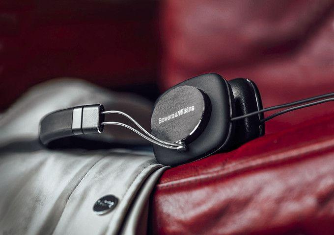Le nuove cuffie Bowers e Wilkins, P3 serie 2, sono un ottimo dispositivo in grado di offrire delle importanti prestazioni nella riproduzione dei suoni.