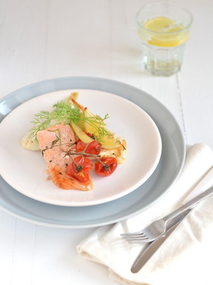 Zin in een makkelijk recept?, deze traybake met vis schuif je zo in de oven en staat binnen een kwartier op tafel.