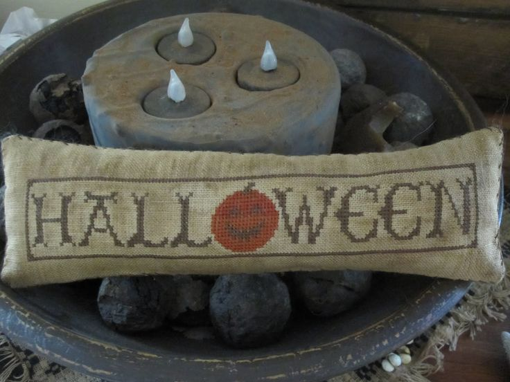 Halloween Cross Stitch Freebies | Hole in the Basket Primitives: Halloween Stitchin'