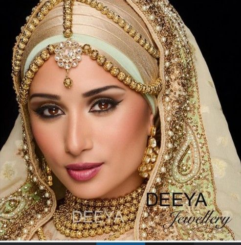 Ateeyah - Beautiful jewellery for any occasion. Customise set to to colours you require. Contact Deeya Jewellery by calling, Whatsapp or viber to purchase or enquire on 00447545228167.
