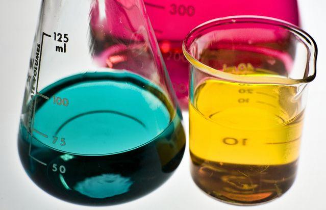 Se hvilken kemi der er i 30 af dine rengøringsmidler, som du er i kontakt med hver dag, klik på billedet og læs mere her Se vores slideshow med hvilken kemi, der er i 30 tilfældige rengøringsmidler. Kig med her og se hvilken kemi du er i kontakt med hver eneste dag. http://xn--pletvk-tua.dk/rengoeringsekspert-michael-rene-praesenterer-kemien-i-dine-rengoeringsmidler/