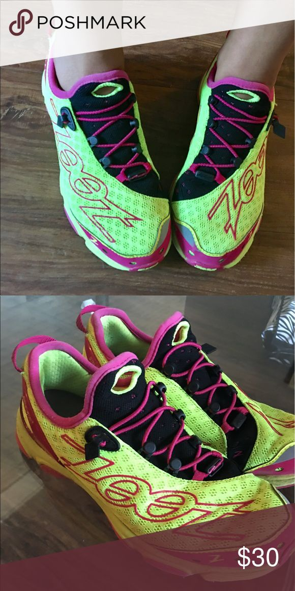 ZOOT triathlon shoes 🏃🏽 🏊 🚴🏼 These have been ran in a couple of times; but my feet are not liking them due to pronation. The sole is carbon fiber and the yellow is on point! 👌🏽 size tag is worn off but I'm 98% positive they are 9.5s make me an offer! Zoot Shoes Athletic Shoes