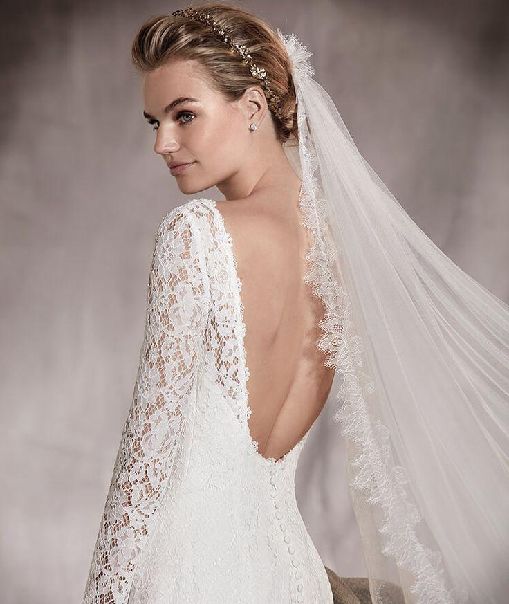 Pronovias > AMOR - Robe de mariée en dentelle, manches longues et décolleté bateau