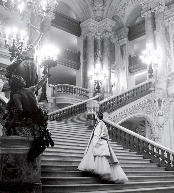 ImpressioniFotografiche - Dior, 1948 - photo Clifford Coffin