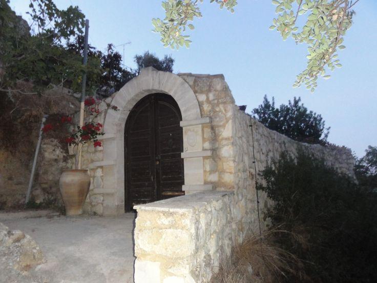 entrance of a villa in maroulas village