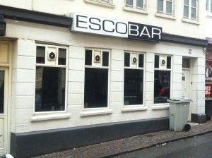Escobar der ligger i Skolegade, er en bar der hylder mangfoldigheden. Her kommer alle slags mennesker fra hippier til punkere og alt midt i mellem.