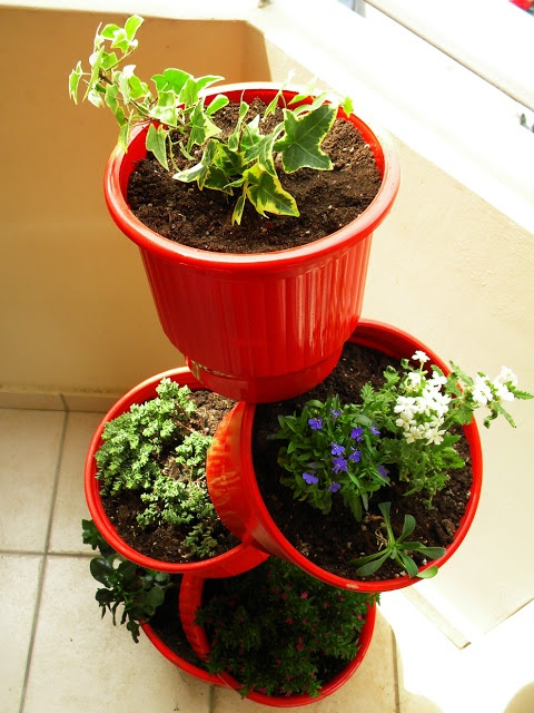 I love this idea for our indoor plants that I just don't know what to do with.  - Spring DiY - Recycle flower pots!