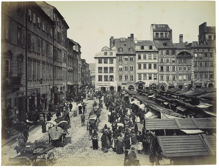 A market on the Old Town market square, around 1890, photo: Konrad Brandel / National Museum in Warsaw, published in the book Fotografowie Warszawy. Konrad Brandel (1838-1920) by Danuta Jackiewicz. - photo 8
