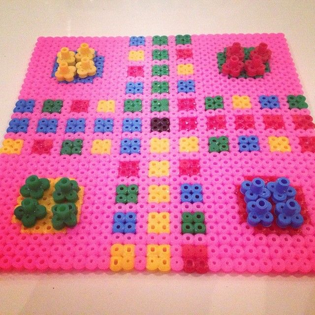 le jeu de l'Oie en perles hama - perles à repasser : http://www.creactivites.com/229-perles-a-repasser