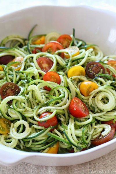 Raw Spiralized Zucchini Noodles with Tomatoes
