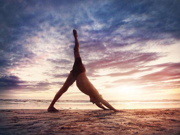 Mit diesem Balancetraining fördern Sie langfristig Ihre Gesundheit und können dabei sogar noch abnehmen! Wir zeigen Ihnen die sechs Übungen.