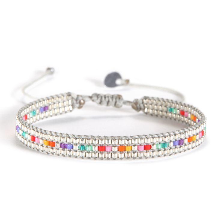 Bracelet ajustable réalisé en perles de rocaille argentées et multicolores, tissé main en Colombie. Marque Mishky.