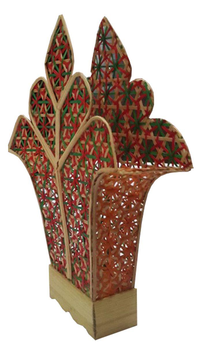 TilaVie Tempat Tissue Anyaman - Natural  Bahan : Anyaman bambu Ukuran : 8cm x 4cm x 12cm Fungsi : Tempat tissue ini dapat digunakan sebagai asesoris penghias rumah, sangat cocok diletakkan diruang tamu maupun ruang keluarga. Menambah cantik interior ruangan.
