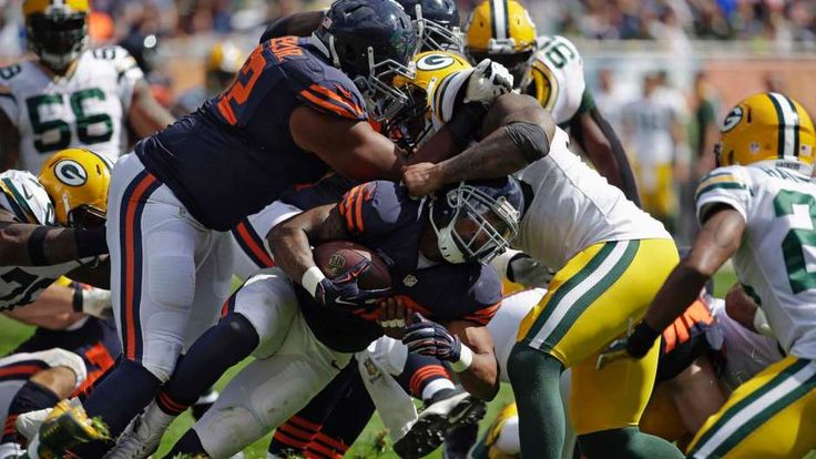 Chicago Bears running back Matt Forte is stopped by Green Bay Packers linebacker Mike Neal during the second half of an NFL football game, Sunday, September 13, 2015, in Chicago, (Photo Nam Y. Huh, Associated Press) PHOTOS