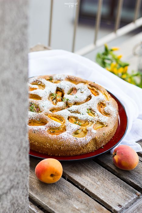 Apricot cake with oilve oil and thyme :: readeat.pl