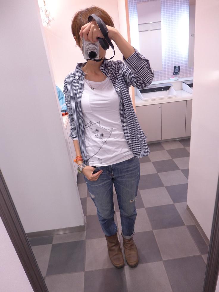 インナーには久しぶりの『Nozoki Neko』Tシャツ。GAPのTシャツに手描きしてます。