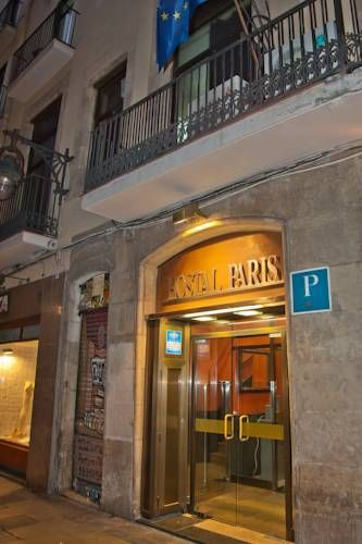 Hostal Paris Barcelona Hostal Paris is situated in the centre of Barcelona in front of the Liceu Metro Station on Las Ramblas. It offers value-for-money accommodation with air conditioning, a TV and free Wi-Fi.