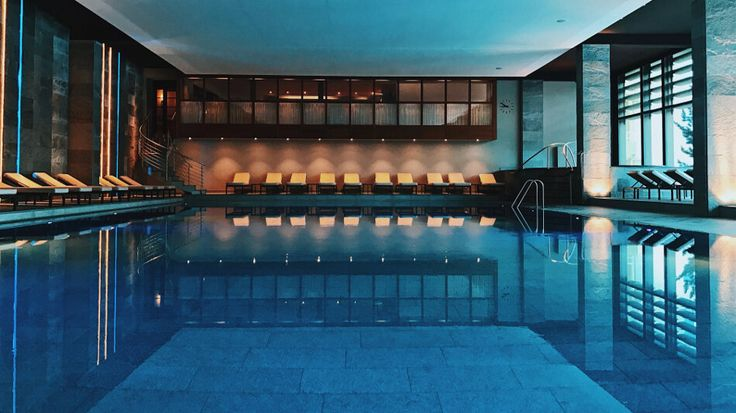 Review Kulm Hotel St. Moritz Junior Suite Spa und Poolbereich Indoorswimmingpool