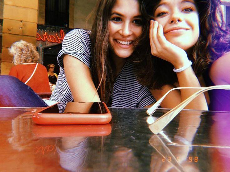 Amor a cascadas: el beso de Anna Castillo y su novia se merece un GUAU!! Adele, Anna, Crushes, Pride, Instagram, Waterfalls, Castles, Actresses, Boyfriends