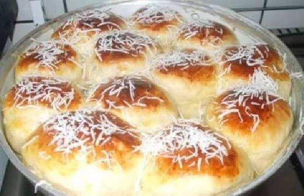 Aprenda a fazer o Pão Doce Rápido, uma receita prática e deliciosa para servir com um café fresquinho! Veja Também: Pão Caseiro Fofinho Veja Também: Pão Ca