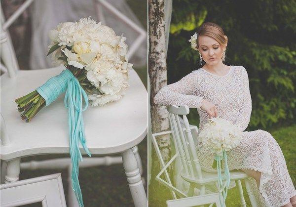 panna młoda boho, ozdoby do włosów z żywych kwiatów, biały bukiet ślubny z akcentem mięty, panna młoda w bieli www.abcslubu.pl