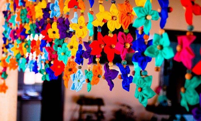 Cascata de fuxicos coloridos para fazer cortina Foto: Flickr